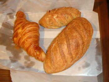 090914ウィンザーホテルのパン.JPG